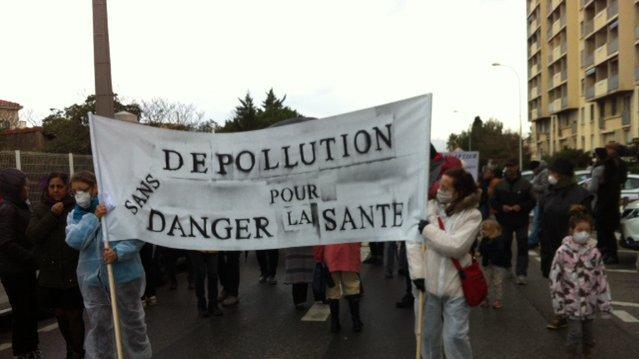 Les associations et habitants dénoncent les terres polluées qui sont pas en mesure de recevoir le projet immobilier d'un promoteur montpelliérain / France 3 / Marc Civallero