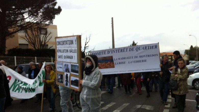 Les associations et le CIQ manifestent le samedi 4 février contre les risques de particules toxiques dans l'air, remuées par les travaux de l'ancien site Legré Mante. / France 3 / Marc Civallero