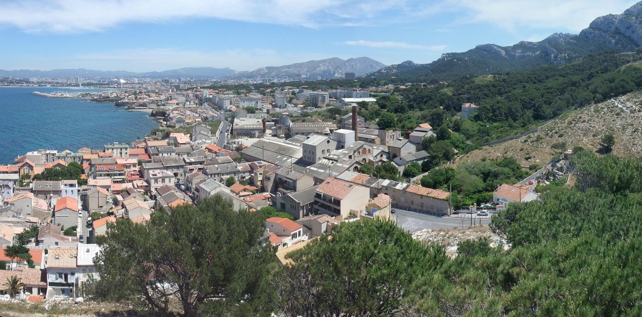 Vue de la Madrague et de l'usine depuis le Mont Rose
